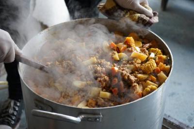 La Cámpora Comuna 15 realiza entrega de bolsones de comida y ollas populares